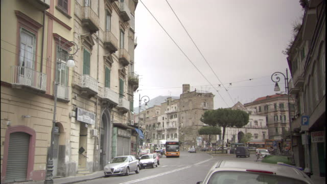 traffic and pedestrians travel through naples, italy. - ナポリ点の映像素材/bロール