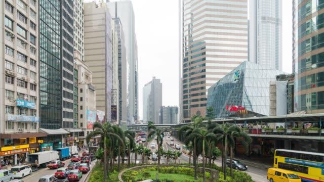 stockvideo's en b-roll-footage met 4k tl: verkeer en mensen in hong kong stad. - hong kong