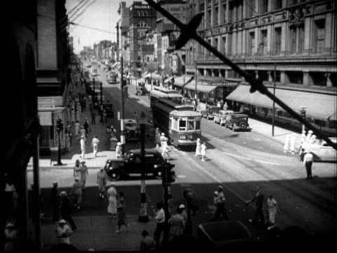 """1937 ha ws traffic and people passing through busy intersection/ baltimore, maryland"" - baltimore maryland bildbanksvideor och videomaterial från bakom kulisserna"