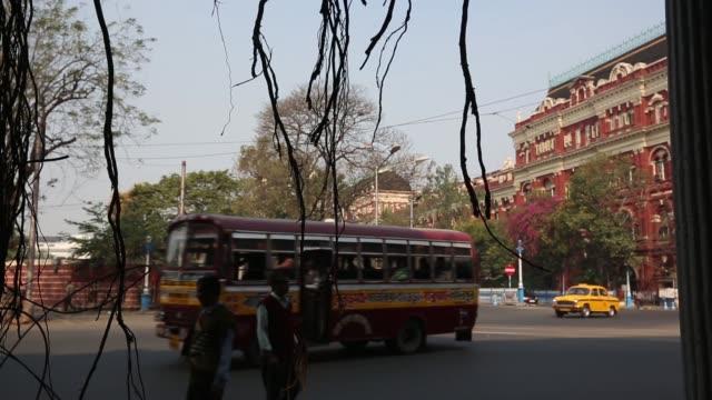 kolkata street scenes - kolkata stock videos & royalty-free footage
