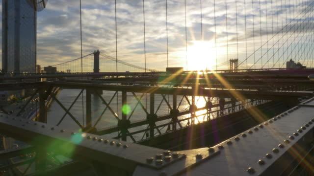 traffic and sunrise over the brooklyn bridge - brooklyn bridge stock videos & royalty-free footage