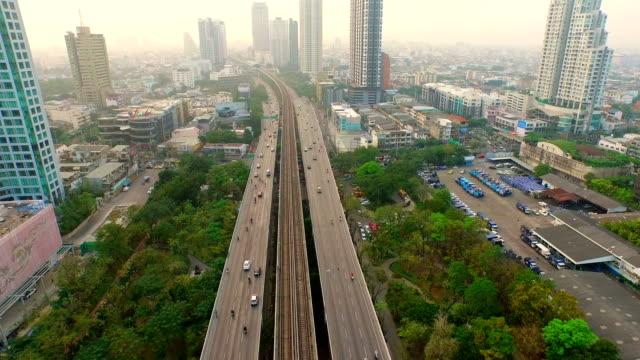 交通状況や交通システムはバンコクで、オーバヘッド空中ショット - バンコク点の映像素材/bロール