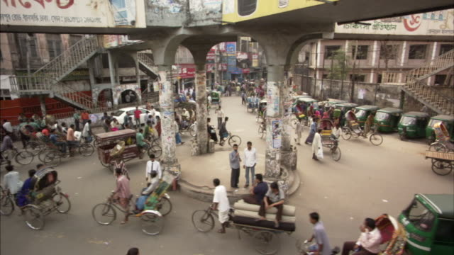 HA, MS, Traffic around roundabout in city, Dhaka, Bangladesh