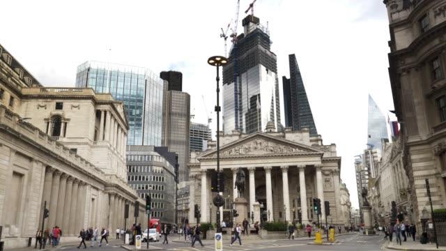 ロンドン・シティのロイヤル・エクスチェンジ周辺の交通 - 中央銀行点の映像素材/bロール