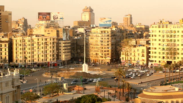 stockvideo's en b-roll-footage met t/l traffic around tahrir square/ cairo / egypt - caïro