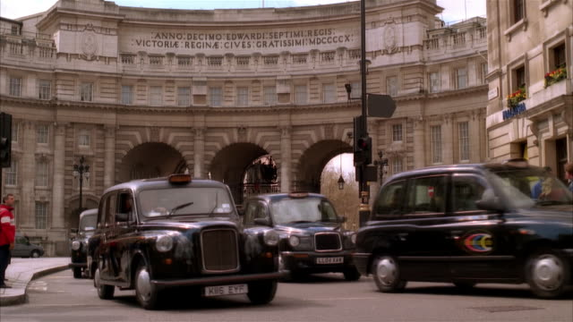 MS, Traffic at Admiralty Arch, London England