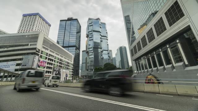 vidéos et rushes de circulation au quartier d'affaires de hong kong - île de hong kong