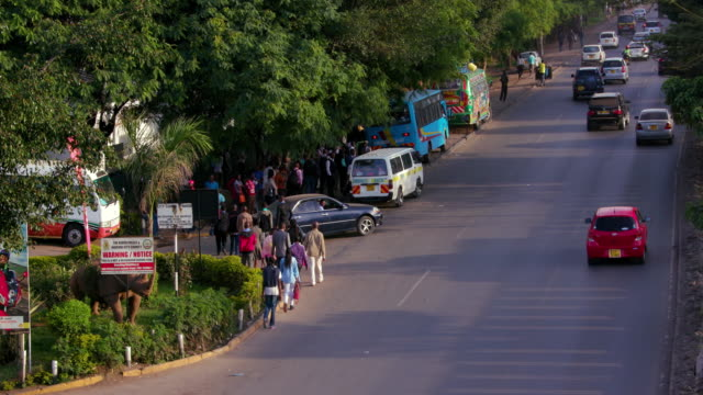 traffic at langata rd & mombasa rd roundabout nairobi  kenya  africa - kenia stock-videos und b-roll-filmmaterial