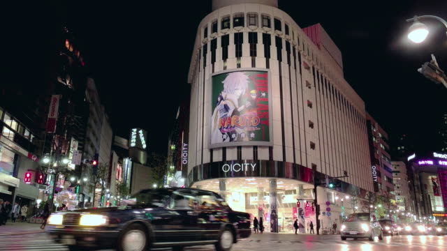 traffic at night in tokyo,japan. - ヘッドライト点の映像素材/bロール