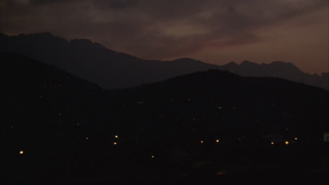 ha, ws, traffic at night, mountain range in background, monterrey, mexico - mexico stock videos & royalty-free footage