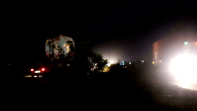 traffic at night on highway - luce elettrica video stock e b–roll