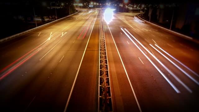 vidéos et rushes de trafic de nuit - véhicule utilitaire léger