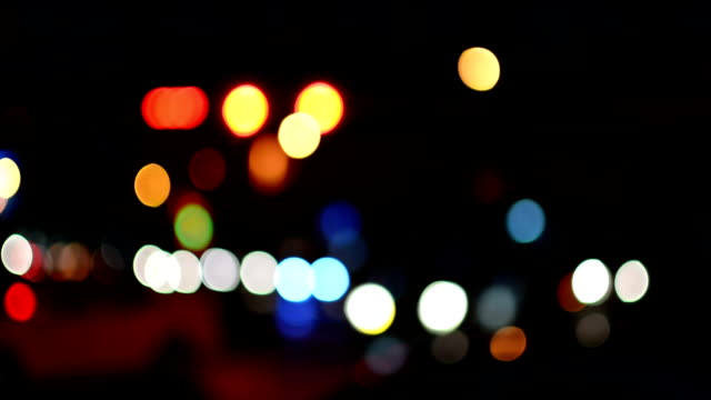 vídeos de stock, filmes e b-roll de tráfego de noite - poste