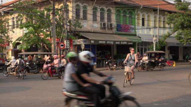 traffic at old market area in downtown siem reap - road junction stock videos & royalty-free footage