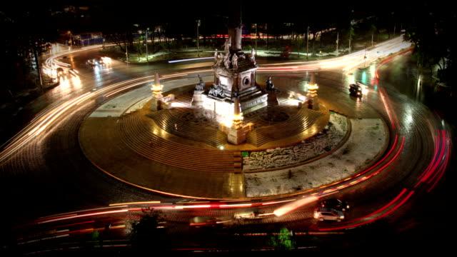 vídeos de stock, filmes e b-roll de tráfego na partida-a-bout - monumento da independência paseo de la reforma