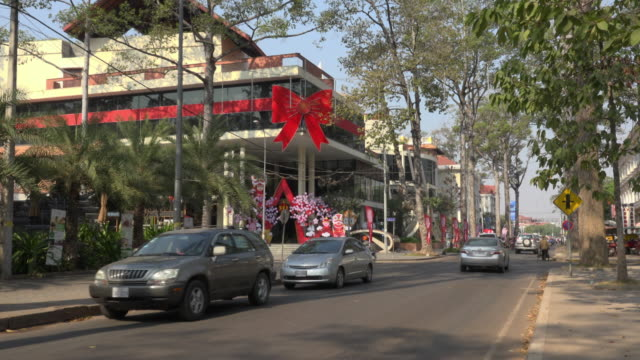 traffic at shopping mall at airport road in the new quarter in siem reap - quarter stock-videos und b-roll-filmmaterial