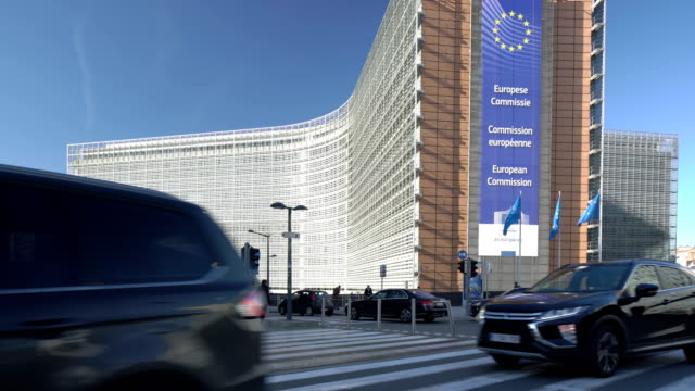 stockvideo's en b-roll-footage met traffic at the berlaymont building - europese unie