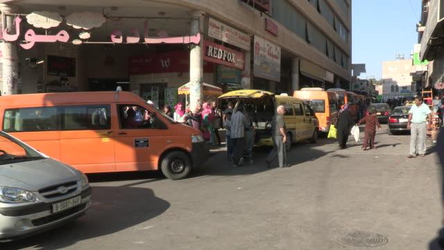 traffic circle, bethlehem, palestine - 中東点の映像素材/bロール