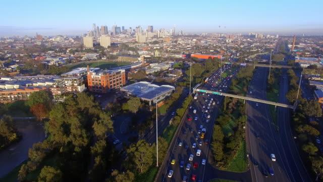 vídeos y material grabado en eventos de stock de traffic congestion during peak hour melbourne - david ewing