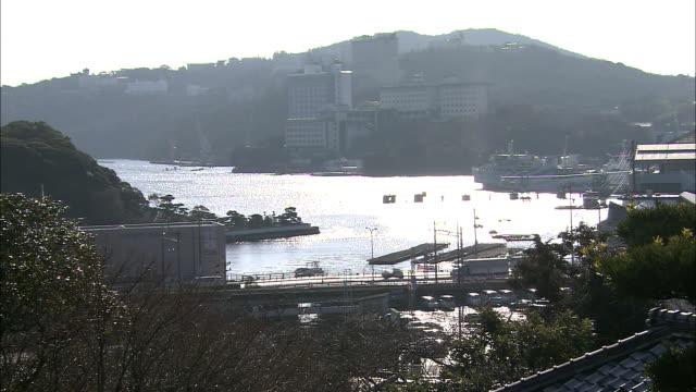 vídeos y material grabado en eventos de stock de traffic crosses a bridge in shimonoseki, japan. - meteorología