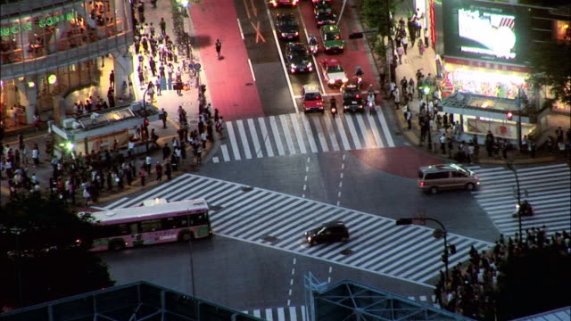 HA WS Traffic crossing busy intersection while pedestrians wait on corner / Tokyo, Japan