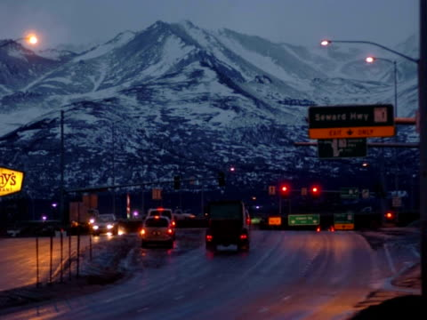 t/l traffic, dimond mall at dawn, anchorage, alaska, usa - anchorage alaska stock videos & royalty-free footage