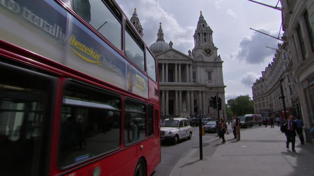 traffic down the street in front of st. paul's cathedral in london, england. - music or celebrities or fashion or film industry or film premiere or youth culture or novelty item or vacations stock videos & royalty-free footage