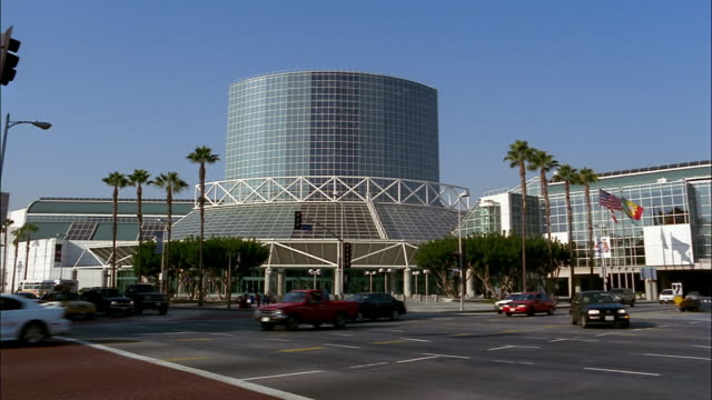 stockvideo's en b-roll-footage met traffic drives by the los angeles convention center in los angeles, california. - los angeles convention center