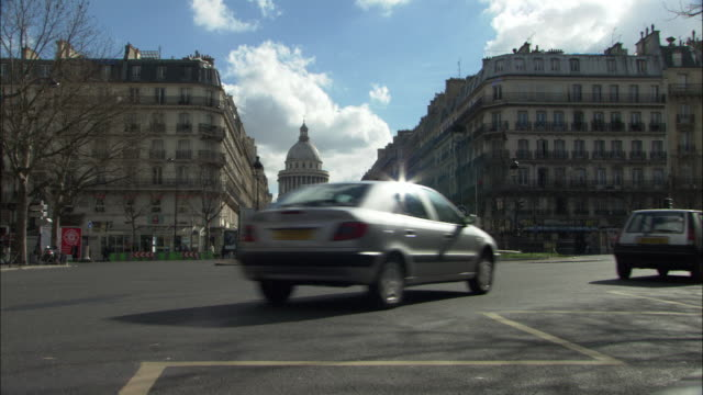 traffic drives by the pantheon on a paris roundabout. - pantheon paris stock videos & royalty-free footage