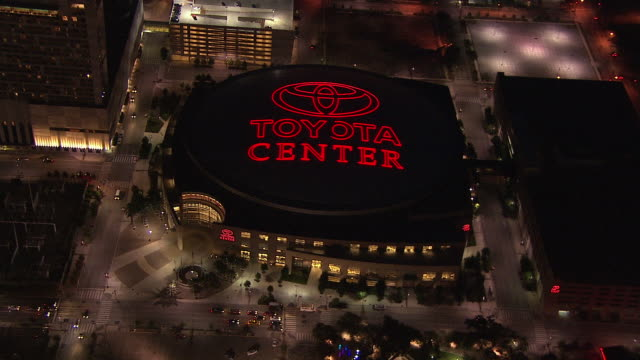 traffic drives near the toyota center arena in houston, texas. - 北アメリカ点の映像素材/bロール