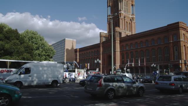 traffic drives past the rotes rathaus in berlin, germany. - rathaus bildbanksvideor och videomaterial från bakom kulisserna