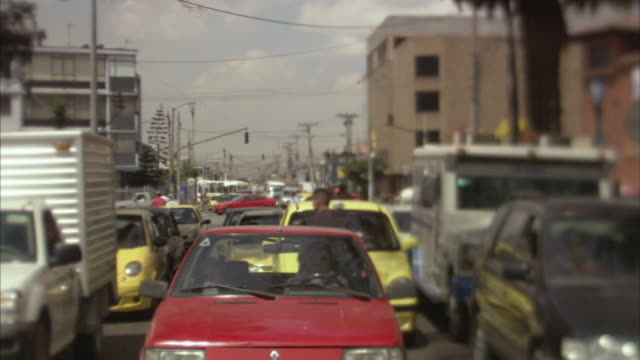 stockvideo's en b-roll-footage met ha cu traffic driving on crowded city street / bogota, colombia - zuid amerika