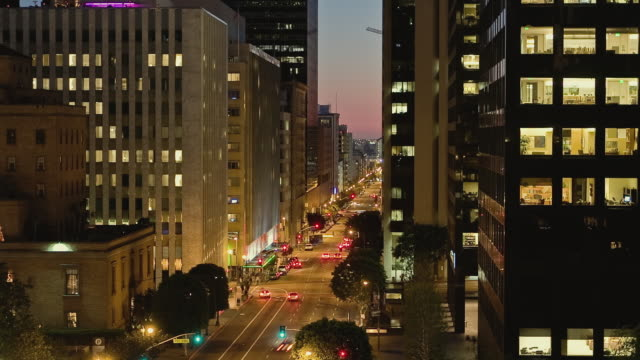 t/l ha ws traffic driving on flower street with view south toward wilshire boulevard at dusk / los angeles, california, usa - unknown gender stock videos & royalty-free footage