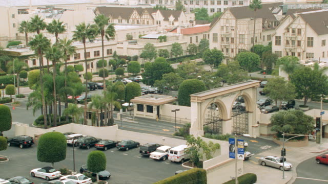 traffic enters and exits through  the melrose gate of paramount studios in hollywood. - paramount pictures stock videos & royalty-free footage