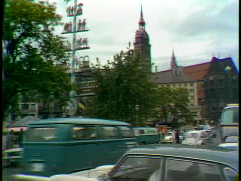 traffic files down a west german street - music or celebrities or fashion or film industry or film premiere or youth culture or novelty item or vacations stock-videos und b-roll-filmmaterial