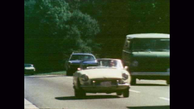 stockvideo's en b-roll-footage met 1978 traffic filled street highlighting urban pollution - documentairebeeld