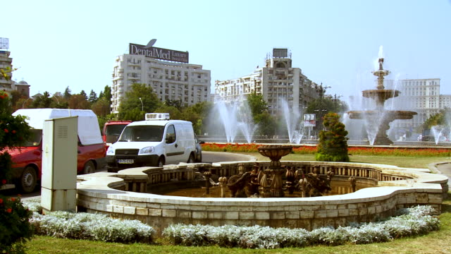 MS PAN Traffic flowing around of fountain / Bucharest, Romania