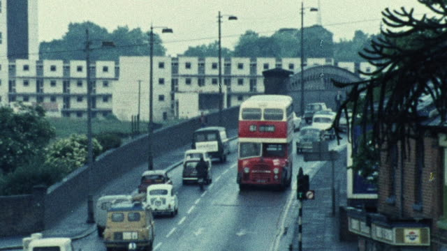 vídeos de stock e filmes b-roll de 1974 zo traffic flowing on busy road / southampton, hampshire, england - 1974