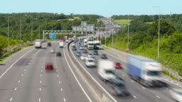 Traffic flowing on the M25 in 4k