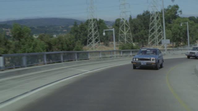 vídeos de stock e filmes b-roll de traffic flows down a freeway towards an airport in san francisco. - san francisco california