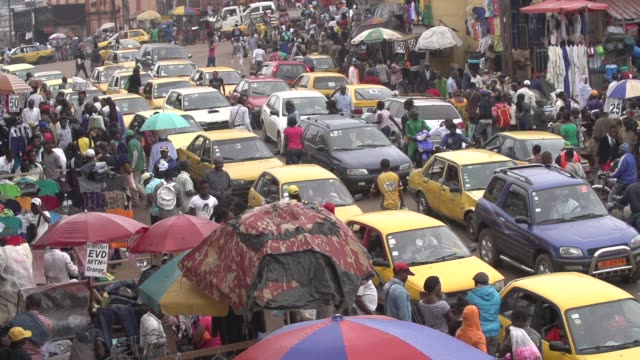 stockvideo's en b-roll-footage met traffic in africa - slow motion - markt