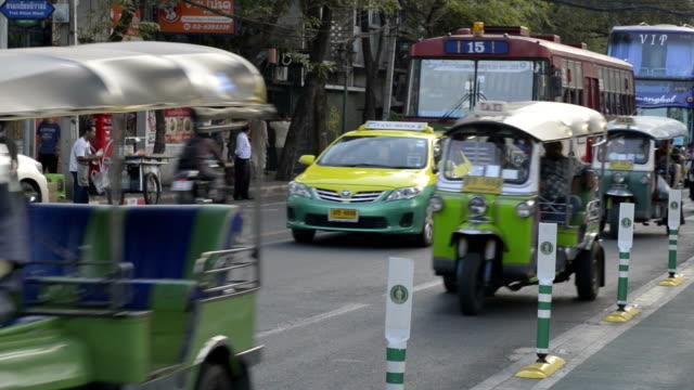traffic in banglampoo - auto rickshaw stock videos & royalty-free footage
