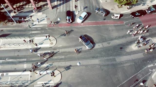 stockvideo's en b-roll-footage met verkeer in het centrum van stockholm gezien van boven - stockholm
