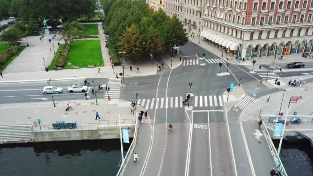 上から見たストックホルム中心部の交通 - 横断歩道点の映像素材/bロール