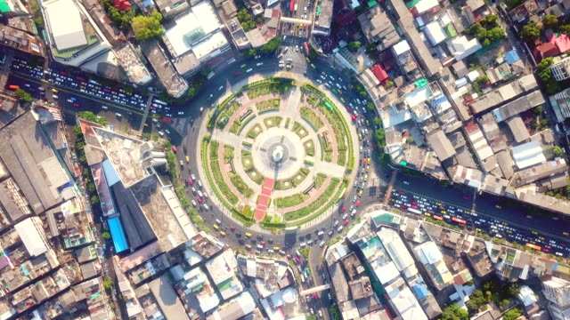 traffic in city aerial view - roundabout stock videos & royalty-free footage