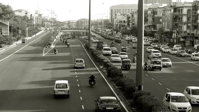 traffic in city - viraggio monocromo video stock e b–roll