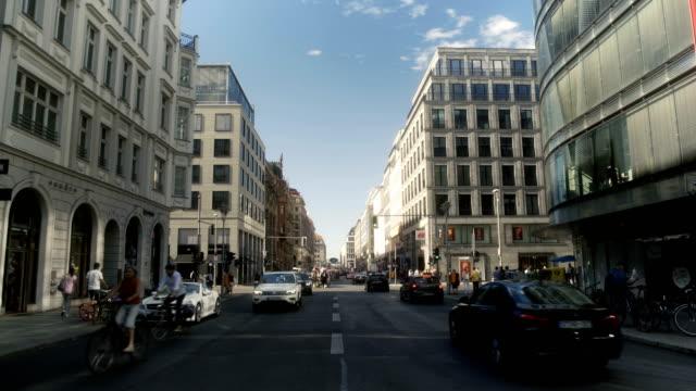 vídeos de stock e filmes b-roll de traffic in downtown berlin germany - placa de nome de rua