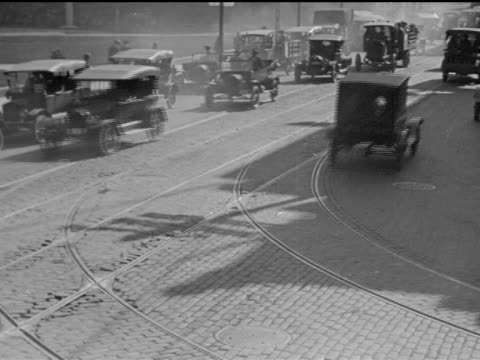 1920 traffic in downtown toronto - anno 1920 video stock e b–roll