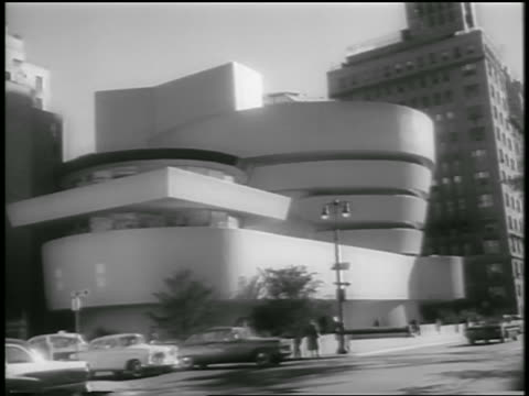 B/W 1959 traffic in front of Guggenheim Museum / NYC / newsreel