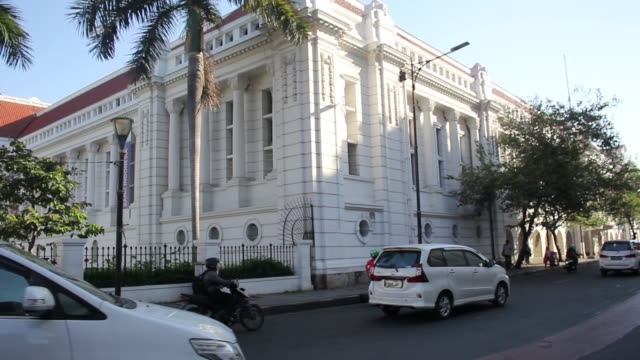 traffic in front of indonesian bank museum in jakarta - java stock videos & royalty-free footage